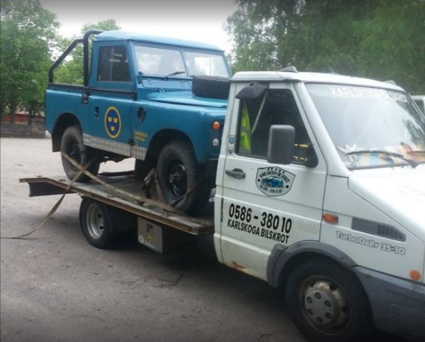 Hämtar bil för skrotning i Karlskoga